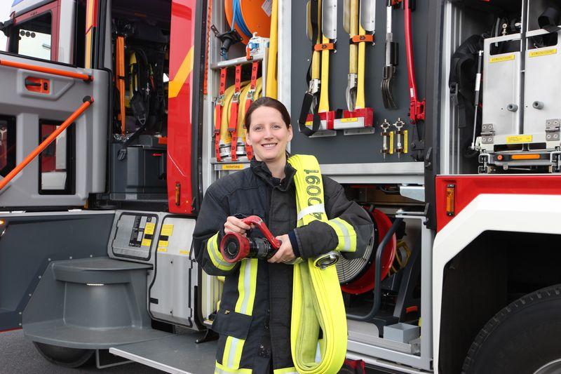 Die Sankt Augustinerin Carina Hassels ist 1998 in die Feuerwehr eingetreten.