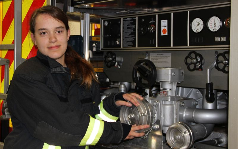 Lara Traude ist aktive Feuerwehrfrau im Löschzug Menden